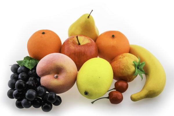 пластикові моделі фруктів